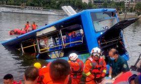 سقوط حافلة في بحيرة غربي الصين ومصرع 21 شخصا