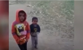 فيديو عنصري لإسرائيلي يهزأ بالبدو الفلسطينيين يثير غضبا واسعا – (شاهد)