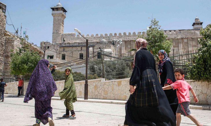 التحذيرات الفلسطينية تتصاعد وإنذارات جديدة لسلطات الاحتلال من مغبة المساس بالحرم الإبراهيمي