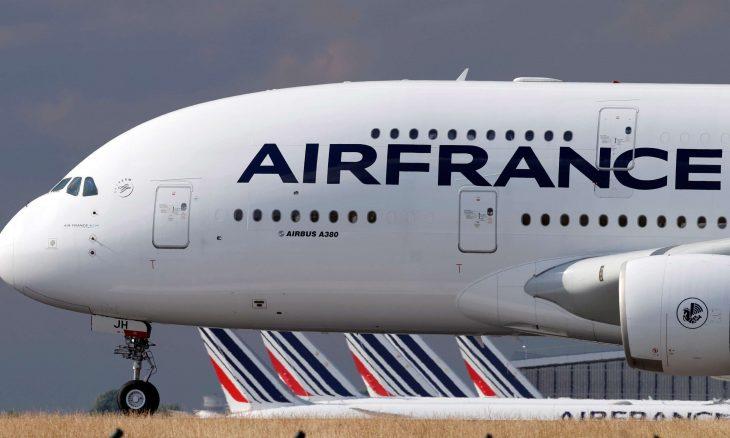 نقابة الطيارين الفرنسية توافق على تسريح 400 طيار من أير فرانس