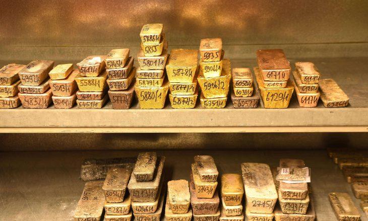 أسعار الذهب تواصل تحطيم الأرقام القياسية وتسجل 2041 دولارا للأوقية