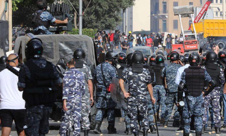 قوات الأمن اللبنانية تطلق الغاز المسيل للدموع على متظاهرين في بيروت – (صور وفيديوهات)