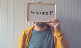 سؤال الهوية: ذاتك..هل تعرفها حقا؟