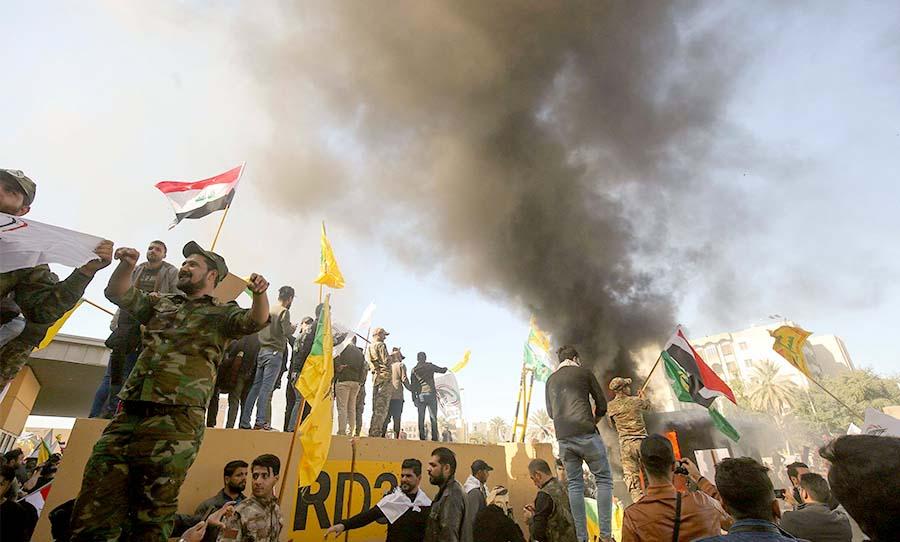 ضباط أمريكيون يكشفون لأول مرة تفاصيل عن اقتحام سفارة واشنطن في بغداد |  القدس العربي