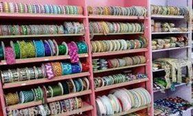 في محل الخياطة