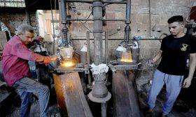 تقرير حقوقي: عمال مصر واجهوا الفصل والتسريح وخفض الرواتب في ظل كورونا