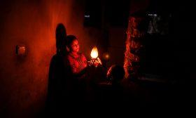 """كهرباء غزة و""""التنسيق الخفي"""" بين إسرائيل ومصر وقطر والفلسطينيين"""