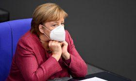 ميركل تؤكد دعمها للقطاع الاقتصادي قبيل الإغلاق الجزئي في ألمانيا