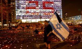 إسرائيليون يشعلون 25 ألف شمعة في ذكرى اغتيال رابين – (شاهد)