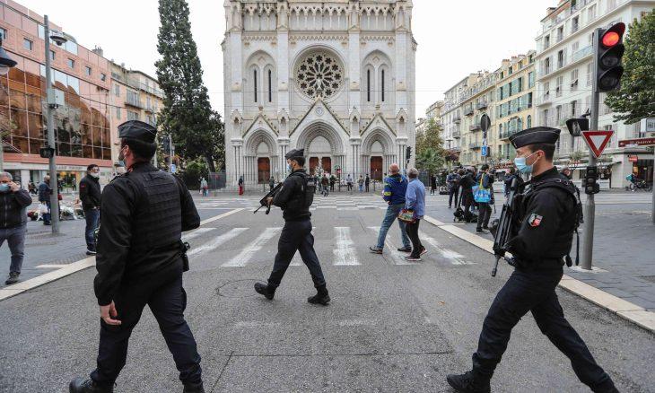 إصابة كاهن في إطلاق نار بفرنسا وفرار المهاجم- (فيديوهات)