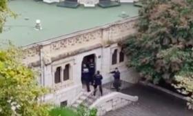 لحظة اقتحام الكنيسة في نيس وإطلاق النار على منفذ الهجوم- (فيديو)
