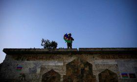 """لأول مرة منذ 30 عاما.. رفع الأذان بعد سيطرة الجيش الأذربيجاني على مدينة فضولي في """"قرع باغ"""""""