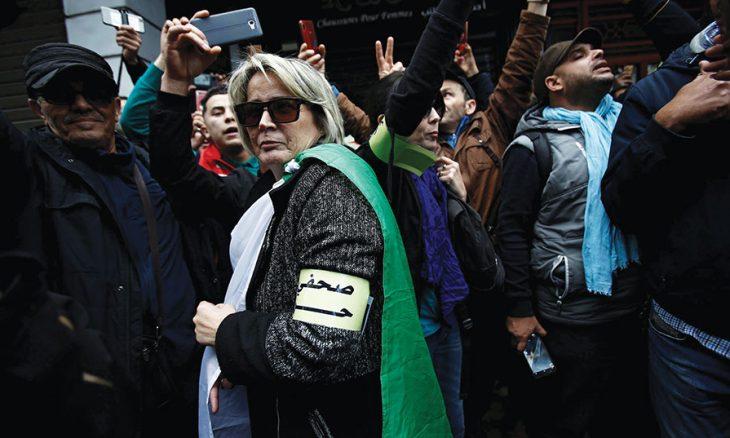 صحافيو الجزائر يطالبون بوقف الملاحقات القضائية بحقهم