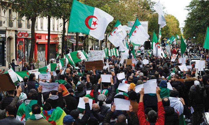 الجزائر في مواجهة غضب شعبي ومخاوف من انفجار الوضع لانسداد الأفق بين النظام والحراك