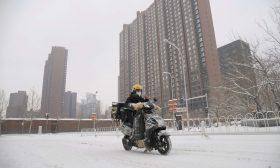 تساقط كثيف للثلوج على مناطق في الصين – (شاهد)