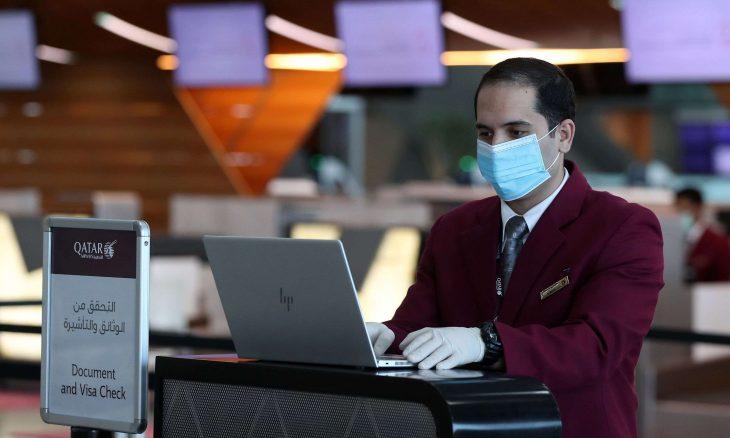 """قطر.. القبض على والد """"طفلة المطار"""" وإحالة موظفين للقضاء"""