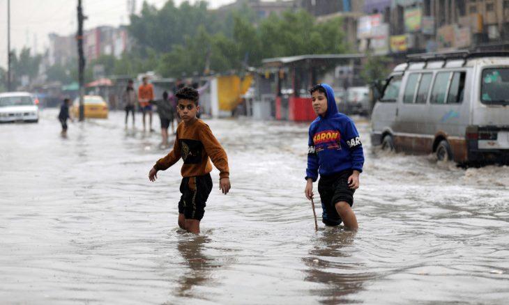 شوارع بغداد تغرق بمياه الفيضانات