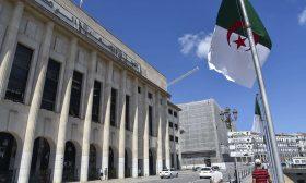 الجزائر تدرس السماح بملكية أجنبية كاملة في القطاعات غير الاستراتيجية