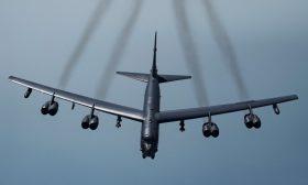 """قاذفات """"بي 52"""" الأمريكية تقلع لأداء مهمة في الشرق الأوسط"""