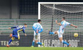 فيرونا يقلب الطاولة على نابولي ويهزمه بثلاثية في الدوري الإيطالي
