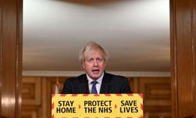 """جونسون يشير إلى """"أدلة"""" على أن فيروس كورونا المتحوّر في بريطانيا أكثر فتكا"""
