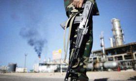 """ليبيا.. """"حرس المنشآت"""" يوقف تصدير النفط عبر ميناء الحريقة- (فيديو)"""
