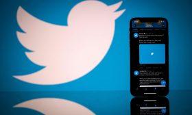 """""""تويتر"""" تدرس إطلاق خدمات مدفوعة لتنويع مداخيلها"""