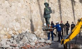 إزالة آخر تمثال للدكتاتور الإسباني فرانكو