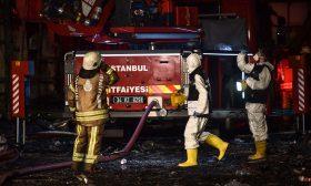 أم تلقي بأطفالها الأربعة من النافذة لإنقاذهم من حريق داخل المنزل- (شاهد)