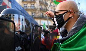 تجمّع في باريس دعما للحراك الجزائري عشيّة ذكرى انطلاقه الثانية- (شاهد)