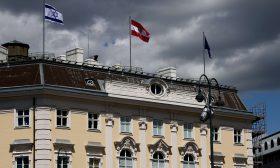 إثر حملة استياء.. النمسا تنزل علم إسرائيل من المباني الرسمية