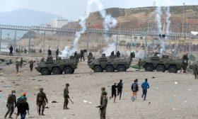 إسبانيا تنشر الجيش في سبتة لمواجهة هجرة آلاف المغاربة والاتحاد الأوروبي ينبه المغرب والسبب موقف مدريد من الصحراء