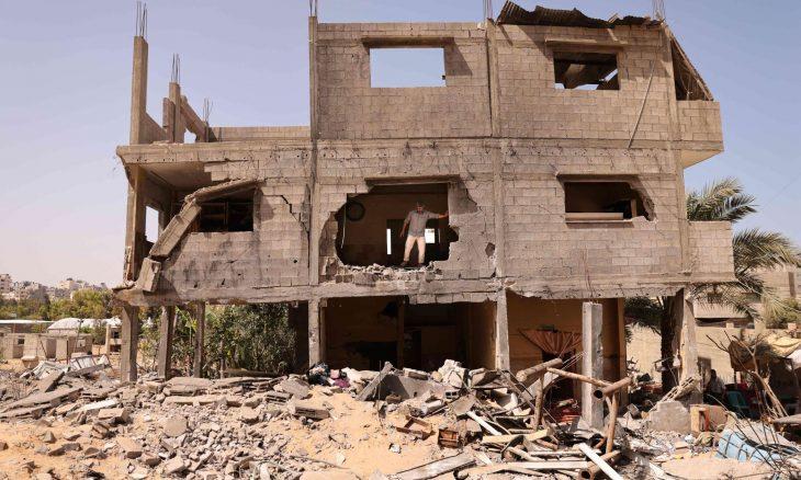 19 عائلة أبادتها الصواريخ الإسرائيلية.. عائلات غزة تبكي على أطلال الدمار  منذ 21 دقيقة 19 عائلة أبادتها الصواريخ الإسرائيلية 20210529125735afpp-afp_9az3am.h11-1-730x438