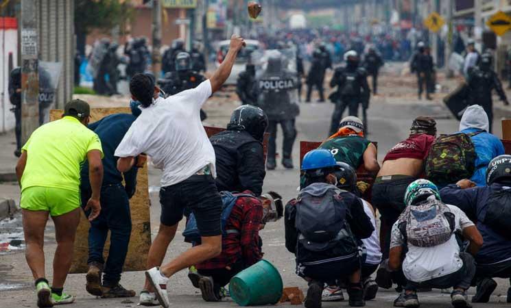 الرئيس الكولومبي ينشر الجيش في كالي بعد سقوط 3 قتلى خلال احتجاجات- (صور)