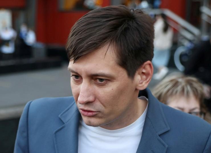 منتقد الكرملين جودكوف يغادر روسيا خشية الاعتقال مجددا