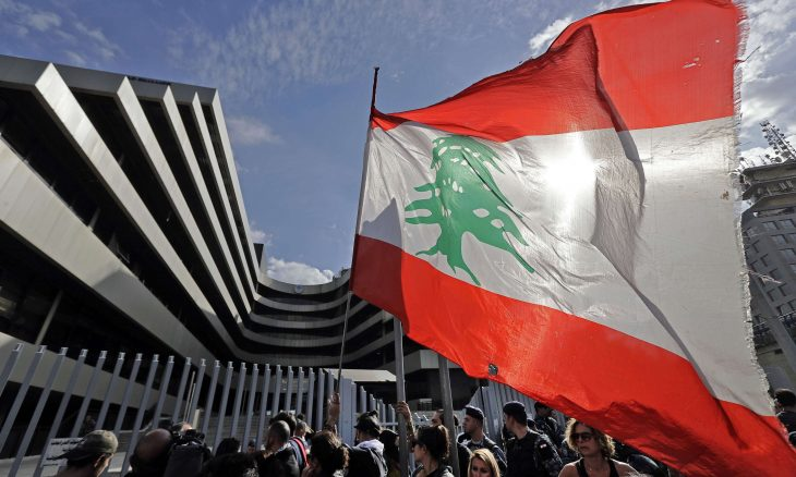 بيروت.. محتجون يحاولون اقتحام مبنى وزارة الاقتصاد