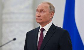"""بوتين: من """"السخف"""" القول إن موسكو تشن حرباً إلكترونية على الولايات المتحدة"""