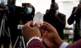 اكتشاف إحدى أكبر قطع الألماس في العالم ببتسوانا- (صور)