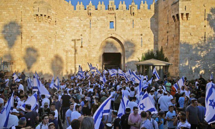 """""""مسيرة الأعلام"""" الاستيطانية تصل باب العامود في القدس المحتلة.. وتظاهرات غاضبة في الضفة وغزة- (صور وفيديو)"""