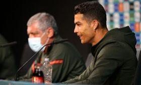 """رونالدو يبعد زجاجات كوكا كولا خلال مؤتمر صحافي.. ويُعلّق """"إشربوا الماء"""""""