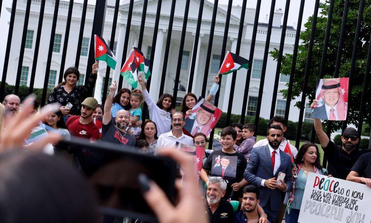"""الأردن على أرصفة واشنطن: من """"إسقاط"""" إلى """"إصلاح"""" ثم """"يعيش النظام"""".. لمن وقف الملك عبدالله الثاني؟"""