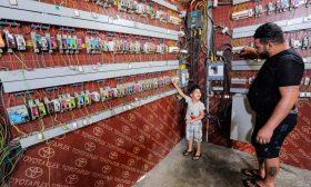 العمل المضني لعمال تشغيل وصيانة المُولّدات الخاصة إسهام أساسي في التخفيف من انقطاع الكهرباء في العراق