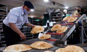 نفاد الوقود في لبنان يهدد بـ«أزمة خبز» خلال أيام