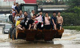 إخلاء مدينة صينية غارقة في مياه الفيضانات- (صور)