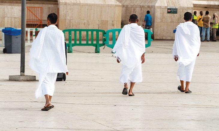 سعودي يخترع «ملابس إحرام» مقاومة للفيروسات والبكتيريا