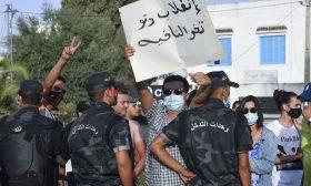 وزيرا الخارجية الكويتي والتونسي يبحثان التطورات في تونس عبر الهاتف