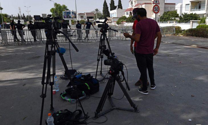 الرئيس التونسي يقيل مدير التلفزيون العمومي بسبب التضييق على برامج حوارية