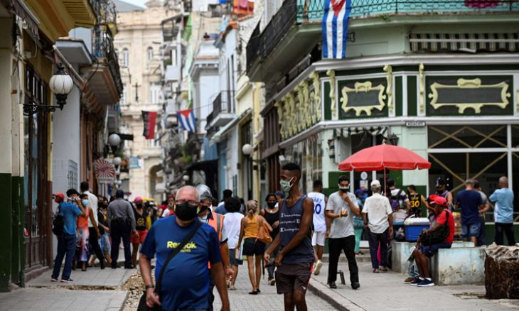 رئيس كوبا يزور حيا فقيرا في قلب هافانا انطلقت منه إحدى الحركات الاحتجاجية  منذ ساعة واحدة رئيس كوبا يزور حيا فقيرا في قلب ها كوبا-730x438