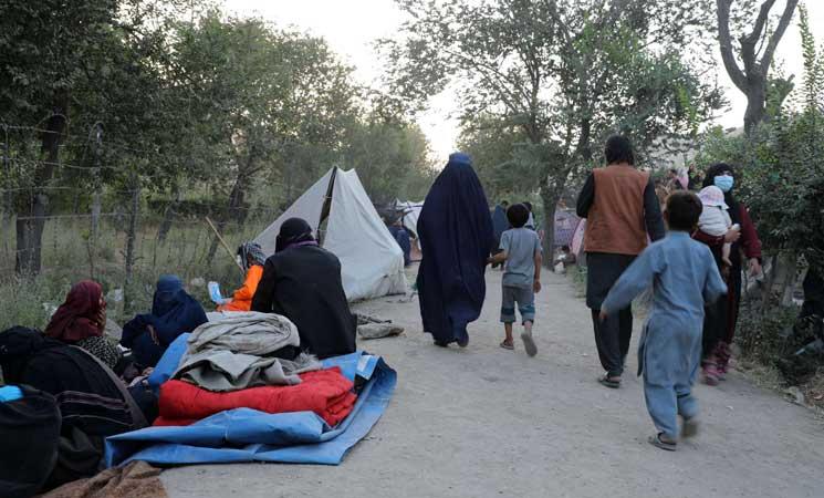 """مفوضية الأمم المتحدة للاجئين: """"أزمة إنسانية أكبر بكثير"""" تحدق بأفغانستان"""