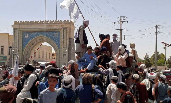 طالبان تتقدم نحو كابول… والولايات المتحدة وبريطانيا تعجِّلان بإجلاء الآلاف من أفغانستان  منذ يوم واحد طالبان تتقدم نحو كابول Taliban13-8-21-730x438